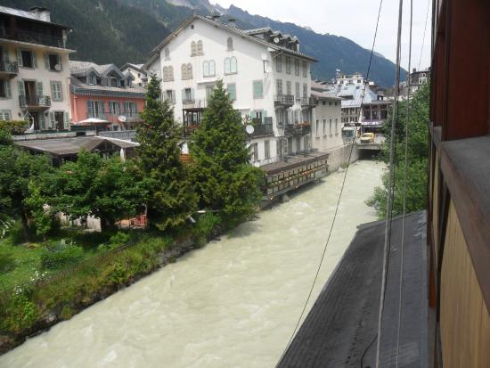 Hotel la Vallee Blanche : River Arve from bedroom