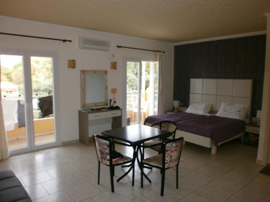 Kerkyra Island Studio Apartments: Spacious room