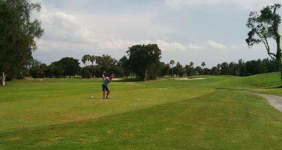 Country Club Of Miami Golf Course: Tee de salida en uno de los back nine en East course