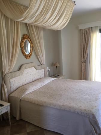 Christy's Beach Villas: Upstairs bedroom in Villa 3