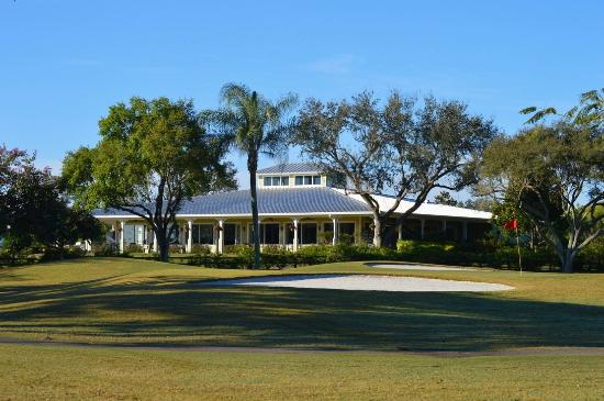 Royal Palm Beach, FL: The Clubhouse features a fully stocked Pro Shop, Full Bar 19th Hole & Snack Bar and Locker Rooms