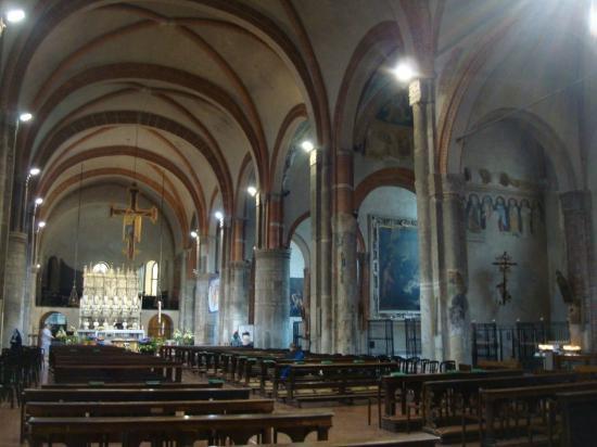 Veduta verso la navata di destra picture of basilica di for Piazza sant eustorgio