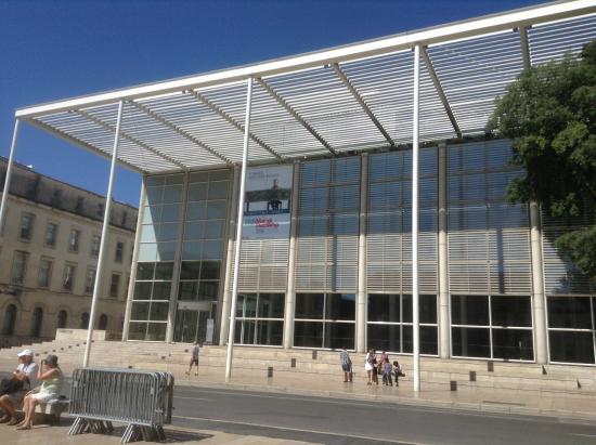 Carré d'Art/Musée d'art contemporain : View from Maison Carrée
