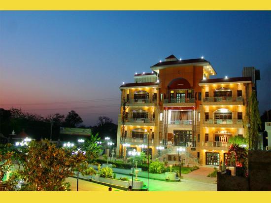 Udaipur Hotels 3 Star Rajeshwari Reso...