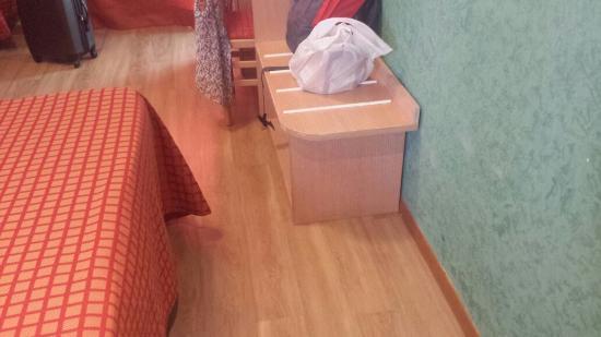 Hotel Meridiana: Muebles en mal estado