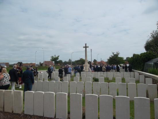 Cherry Blossom B&B : Brandhoek New Military Cemetery