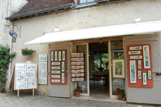 Shopping at a local art gallery in Azay-le-Rideau - Picture of Le ...
