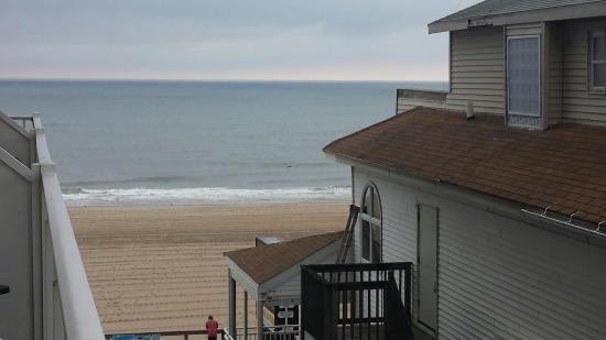 Howard Johnson Plaza Hotel - Ocean City Oceanfront: Best part is being so close to the beach.