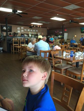 Ms. Carolyn's: Great breakfast and six-year-old approved