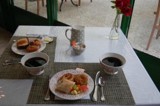 Auberge de Launay: Morning coffee served in bowls, a French tradition