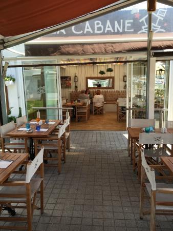 LA CABANE : Il ristorante dall'esterno
