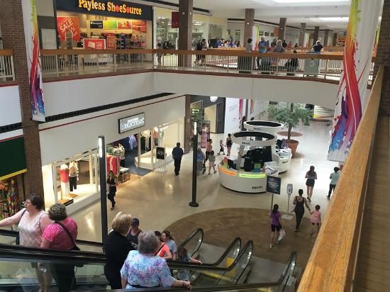 Downtown Chatham Centre : Retail on two levels