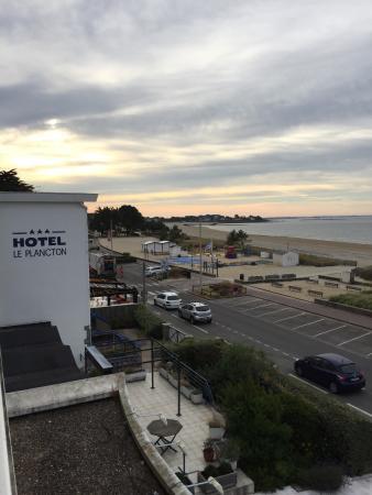 Hotel Le Plancton Carnac : Vue du second étage, côté mer.