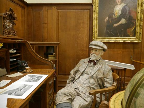 Andrew Carnegie Birthplace Museum: Waxwork of Carnegie
