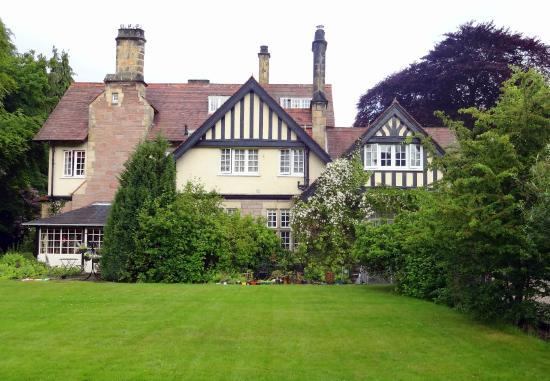 Wychway Bed and Breakfast: Hotel and grounds