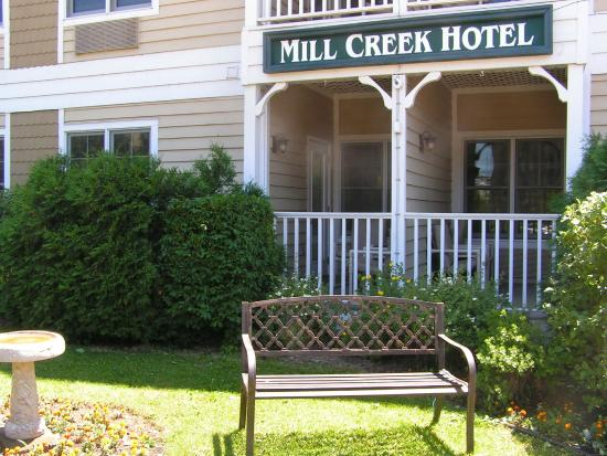 Mill Creek Hotel: Enjoy the sunshine
