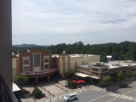 Hilton Asheville Biltmore Park: balcony view of mall