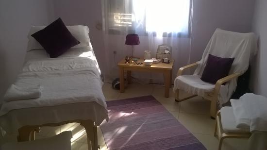 The Beauty Lounge: TREATMENT ROOM