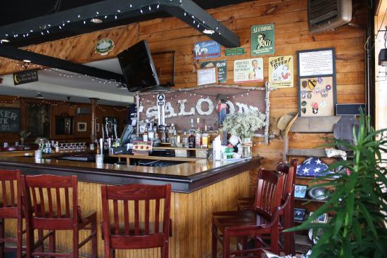 East Quogue, NY: Bar