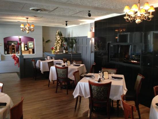 The Courthouse Grille Restaurant: Courthouse Grille - New look!