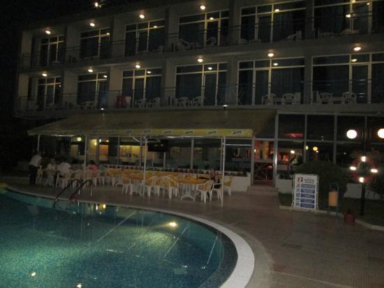 Hotel Regatta Palace: hotel in the evening