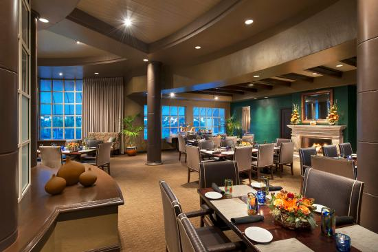 Phoenician Residences, Luxury Collection: Relish Burger Bistro