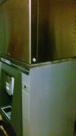 Red Roof Inn Macon: Dirty ice machine