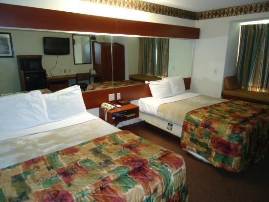 Motel 6 Brunswick: Guest Room