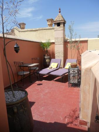 Riad Louaya: Terrazzo con lettini