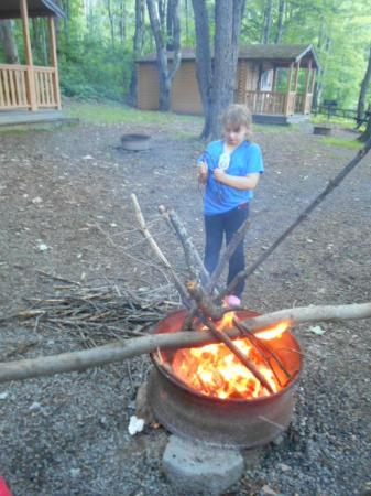 Hickory Hill Family Camping Resort: Fire pit