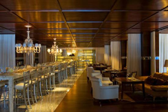 SLS Hotel at Beverly Hills: Private Guest Lobby - Tres Restaurant