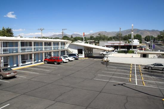 Holiday Motel Winnemucca: Exterior