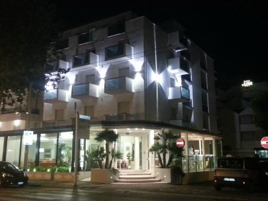 Hotel Astra: Esterni ristrutturati