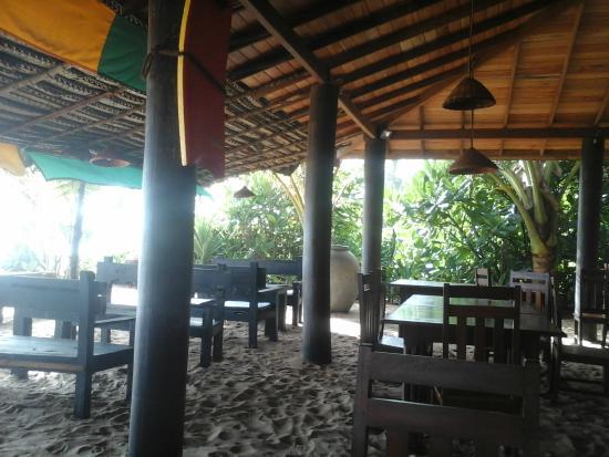 Warahena Beach Hotel: Вид на регги бар при отеле