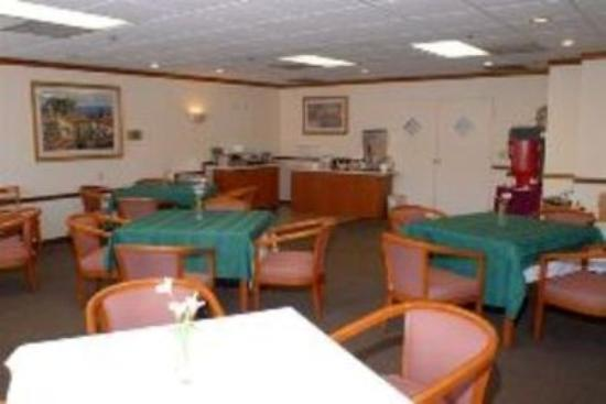 GuestHouse Inn & Suites Upland: Breakfast Room