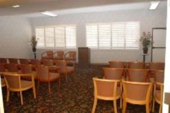GuestHouse Inn & Suites Upland: Conference Room