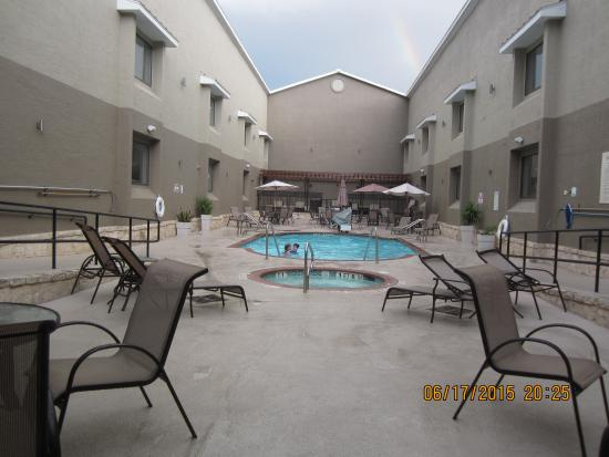 Country Inn & Suites By Carlson Lackland AFB (San Antonio) : Very nice outdoor pool and hot tub