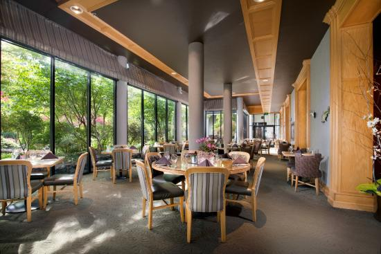 Bonneville Hot Springs Resort & Spa: Dining Room