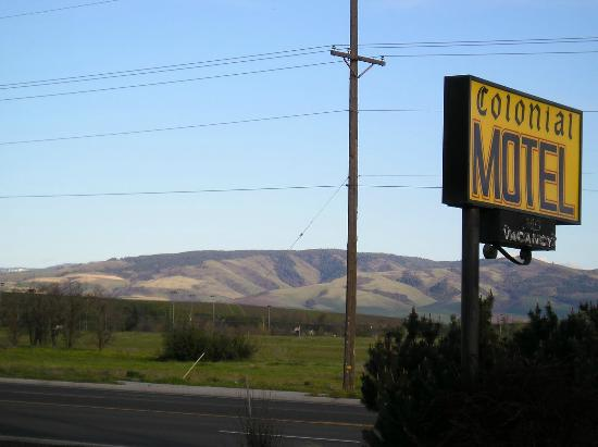 Colonial Motel: Blue Mountains in the near distance