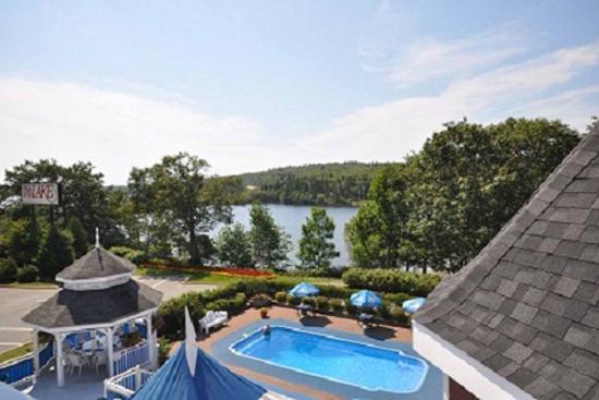 Inn on the Lake: Pool