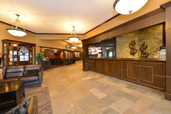 Prestige Hotel Vernon: Lobby view