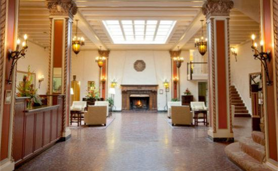 Cardinal Hotel: lobby
