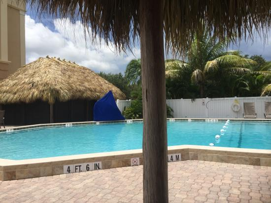 Holiday Inn Express Cape Coral/Fort Myers Area: Hotel pool, really nice