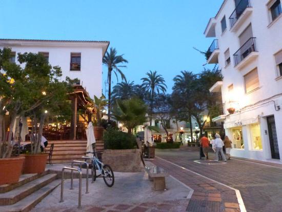 Hotel Finlandia: Marbella centre