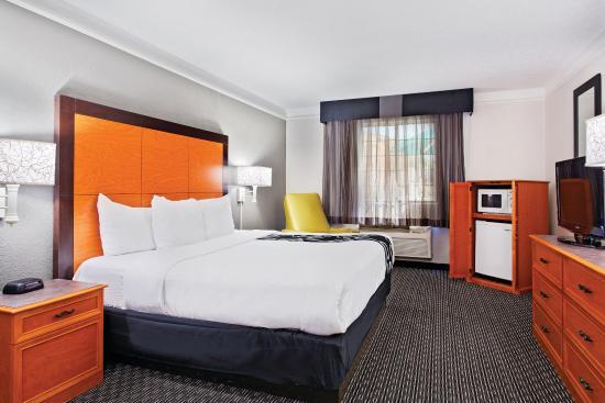 La Quinta Inn Champaign: Guest Room