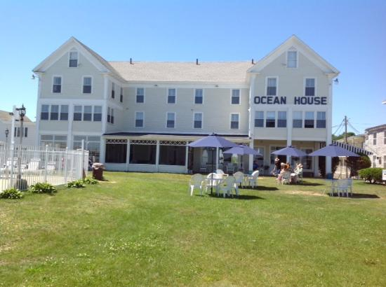 Ocean House and Motel : Front Lawn
