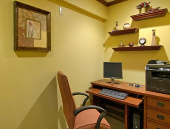 Baymont Inn & Suites Champaign : Business Center