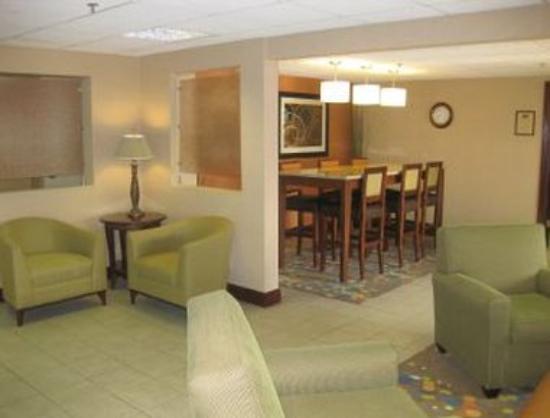 Baymont Inn & Suites Champaign : Lobby