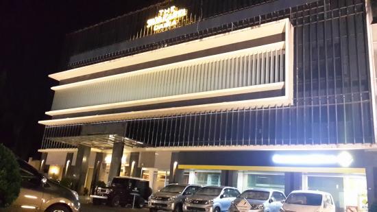 The Daira Hotel Palembang : The Jayakarta Daira Palembang (tampak depan)