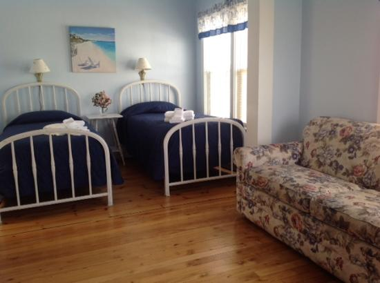 Ocean House and Motel : Traditional Hotel Room